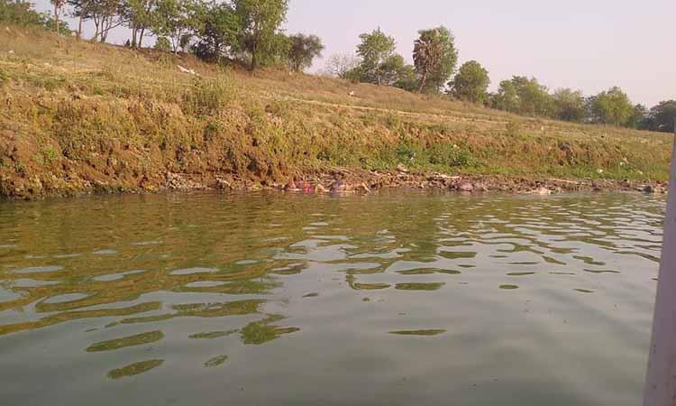 Uttar Pradesh-Ganga-two dozen bodies found on Ganga banks in UP's Ghazipur