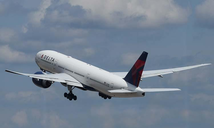 United States, US Man, US Man arrested, US man arrested after allegedly trying to breach cockpit