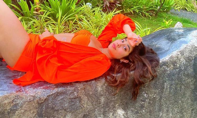 Bollywood, Janhavi Kapoor, Janhavi Kapoor latest pictures, Janhavi Kapoor latest movie, Janhavi Kapoor sets the temperature soaring in bold orange bikini