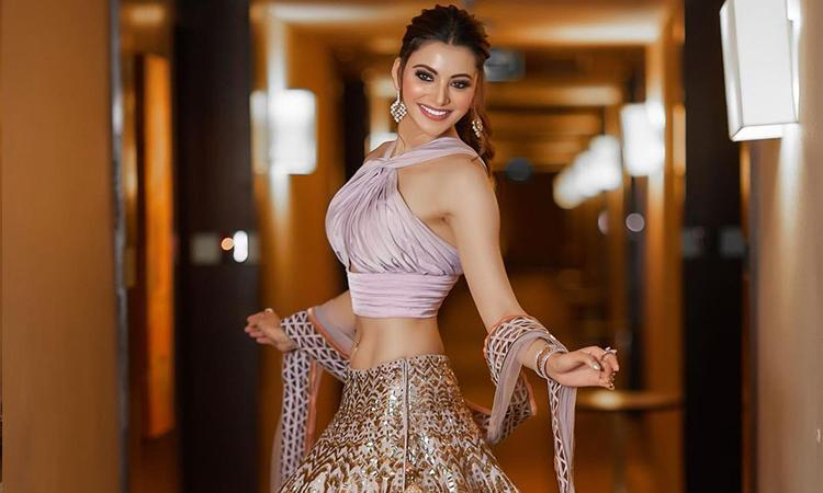 Bollywood, Urvashi Rautela, Urvashi Rautela hot pictures, Urvashi Rautela instagram, Urvashi Rautela flaunts her tempting figure in stunning lavender lehenga