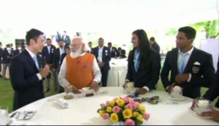 PM Modi-with-PV-Sindu's-Coach